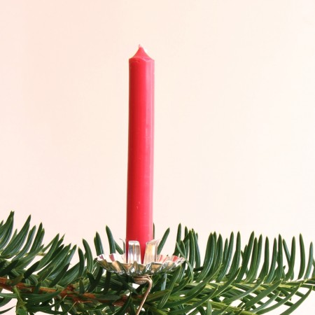 Bendable prongs at base grip the candle and keep it in place.